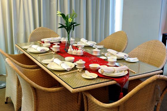 Como arrumar corretamente a mesa para um jantar nada fr gil for Casual dinner table setting ideas
