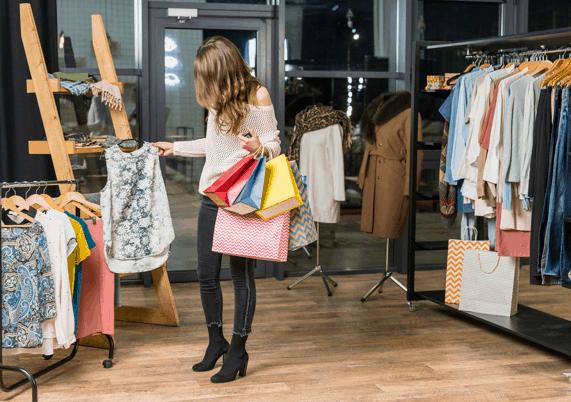 Mulher fazendo compras