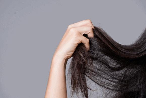 Pegando o cabelo