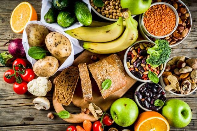 Vários exemplos de alimentos ricos em fibras