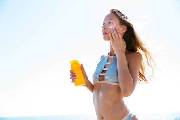 como aplicar o protetor solar corretamente