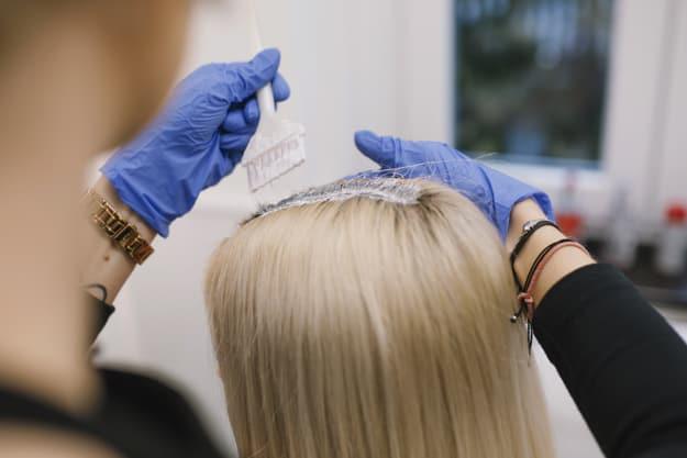 produto no cabelo