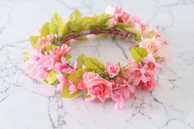 Linda tiara com flores
