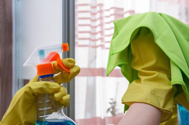 Aprenda Como Limpar Vidros e Espelhos