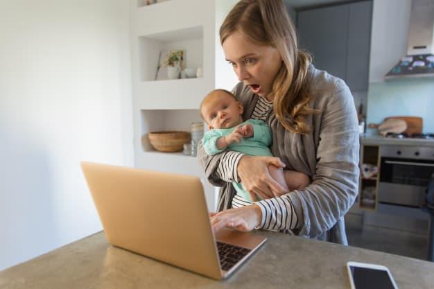Onde (e com quem) deixar o bebê na hora de voltar ao trabalho?