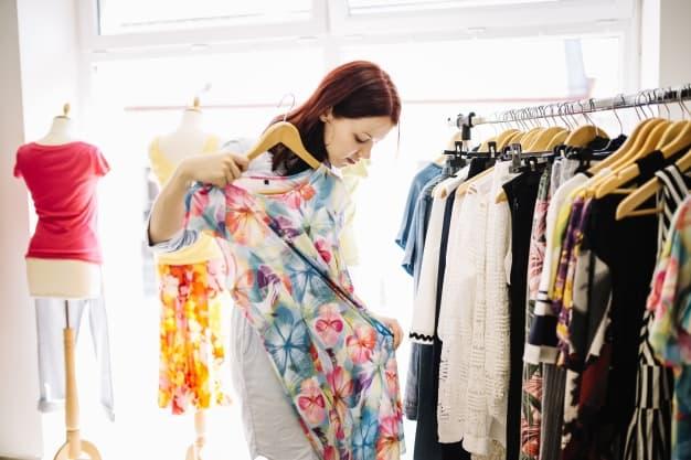 comprando roupa