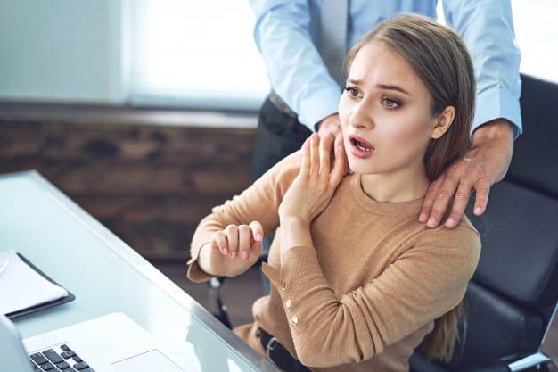 Assédio Sexual Impede o Progresso da Mulher