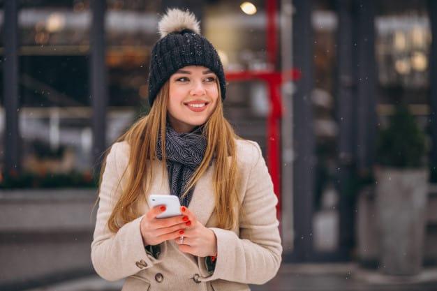 mulher vestida para o inverno