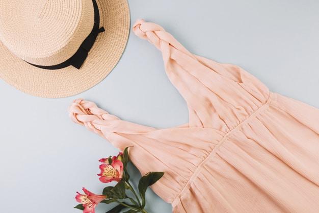 vestido e chapéu