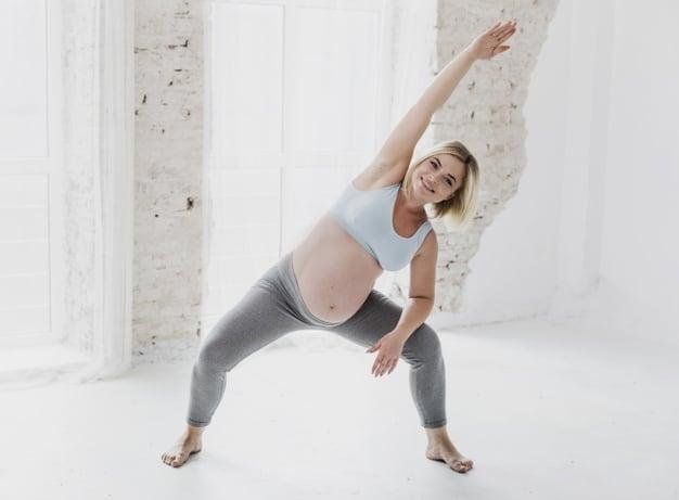 Gravida fazendo exercício frente