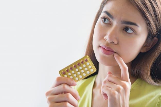 Mulher com medicamento