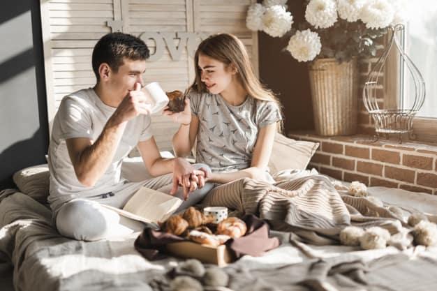 Dicas para fazer um café da manhã romântico