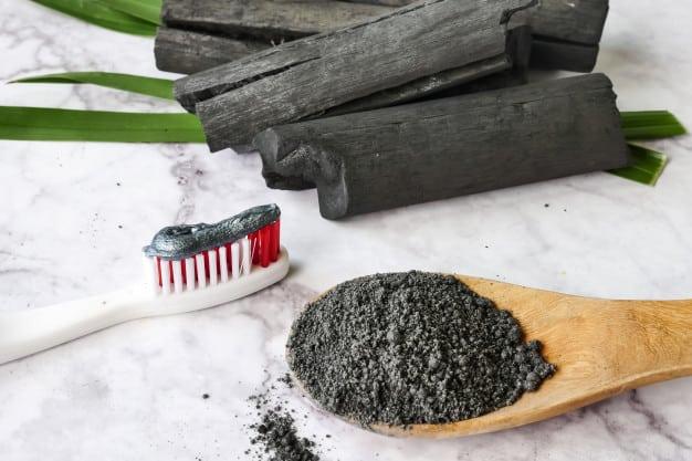 Creme dental com carvão ativado