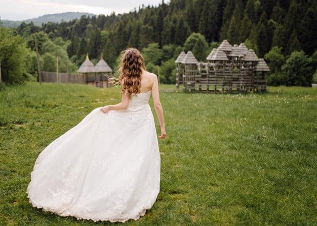 O vestido de Noiva que combina com o seu corpo