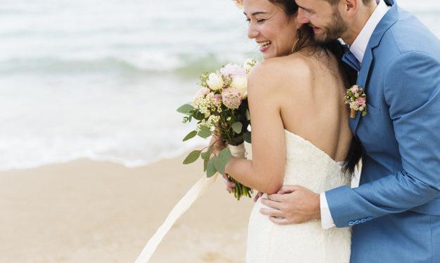 Casamento na praia: O que usar nos pés