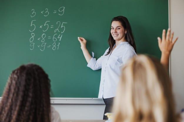 professora dando aula