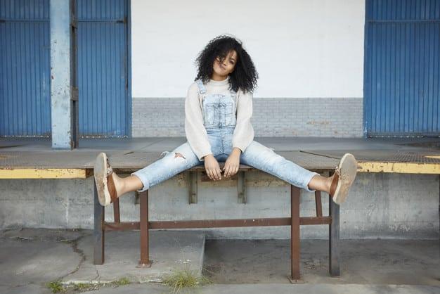 Como usar macacão jeans sem medo