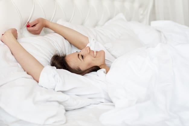 os prós e contras de arrumar a cama