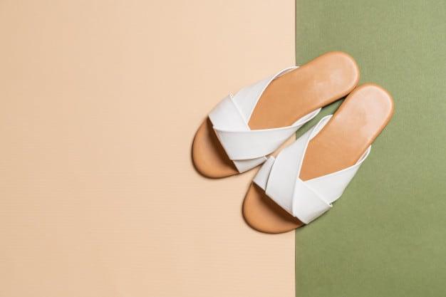 sandália de salto baixo