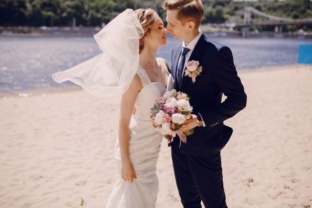 noivo na praia