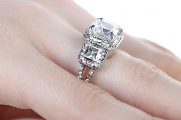 Pedras de anel de noivado: Modelos e significados