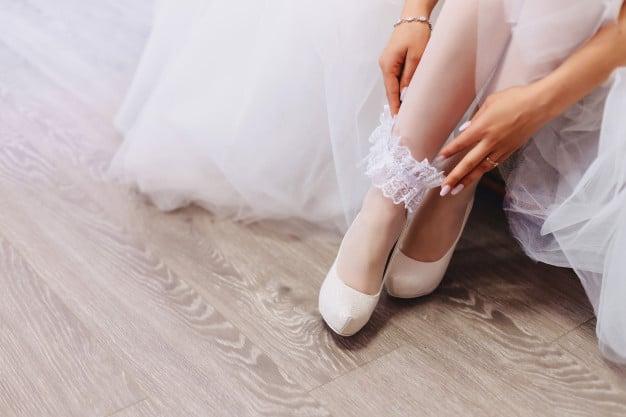 Noiva com sapato