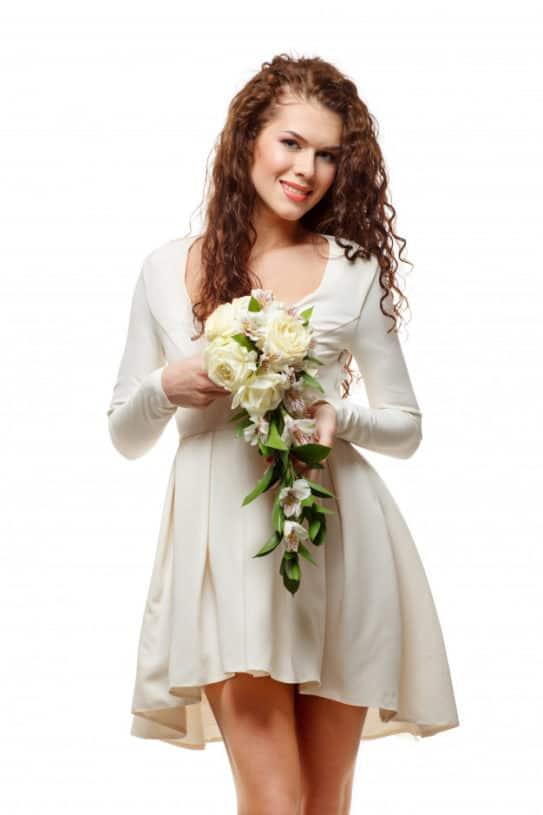 Noiva em vestido curto