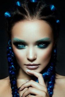 Mulher com Maquiagem de Sereia