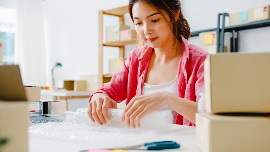 Principal motivo para mulher empreender é complementar a renda
