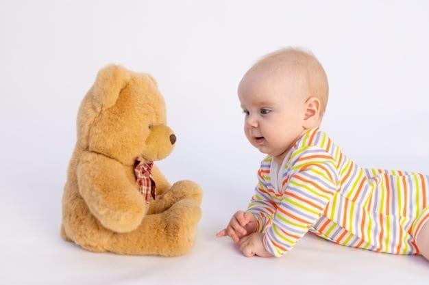 bebê com ursinho