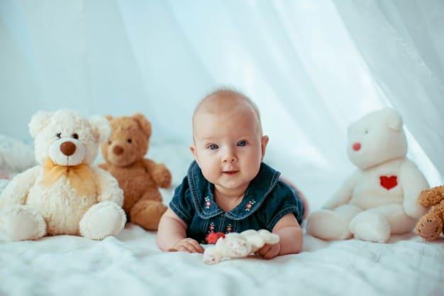 bebê com ursinhos