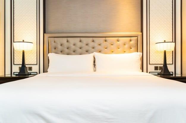 cama posta com cabeceira trabalhada