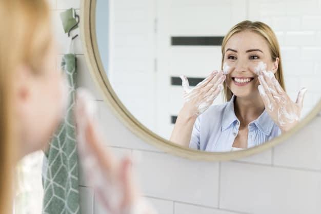 cuidados com a pele antes e após o uso da maquiagem