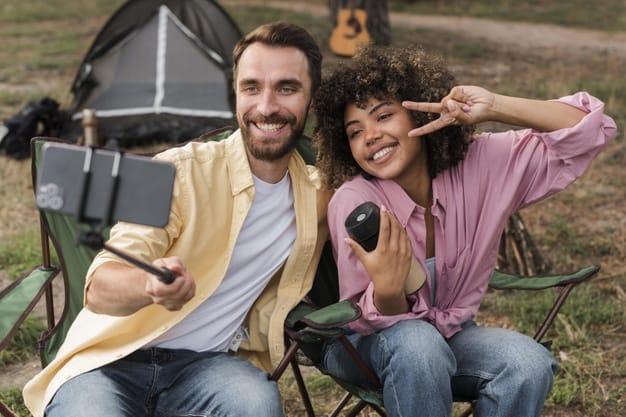 casal em camping