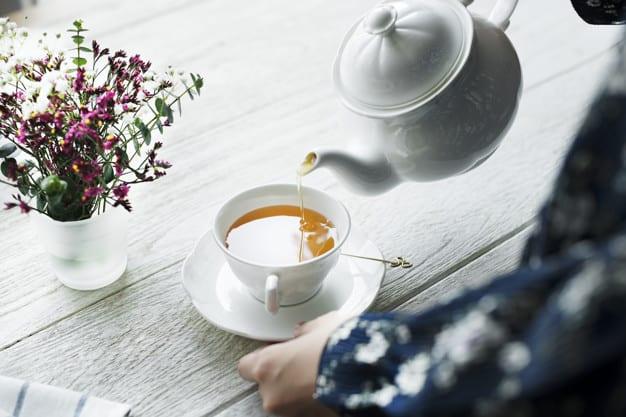 chá de gengibre e camomila refluxo gastroesofágico