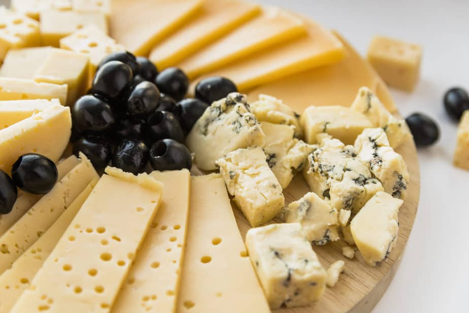 mesa de queijos gordos refluxo gastroesofágico dieta recomendada