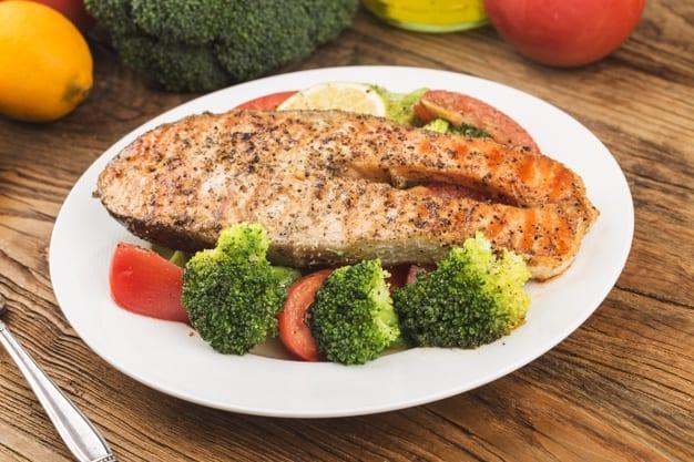 salmão carne magra dieta ideal refluxo gastroesofágico