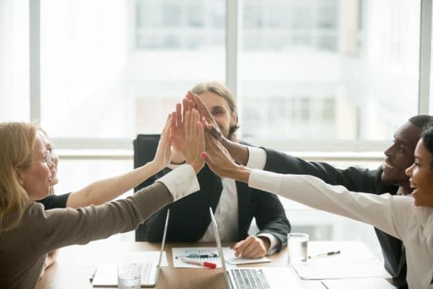reunião entre empreendedores motivos que levam as mulheres a empreenderem