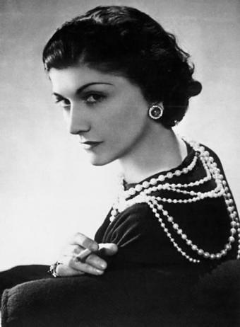 Mulheres que mudaram o mundo da moda Coco Chanel Colar de perolas