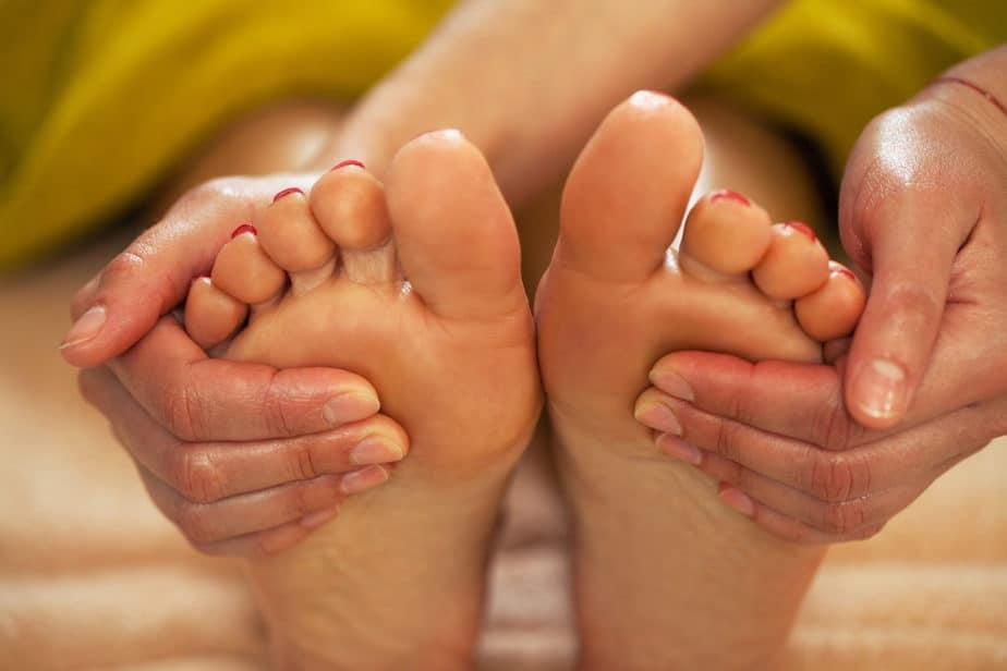 cuidados com os pés massagem relaxante