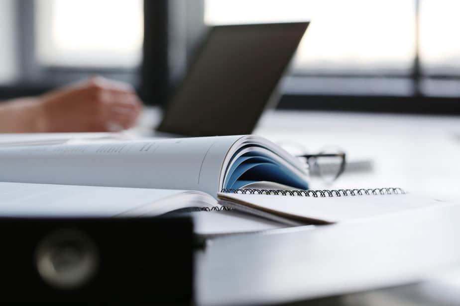 7 maneiras de manter o bem-estar e a produtividade trabalhando em casa mesa home office
