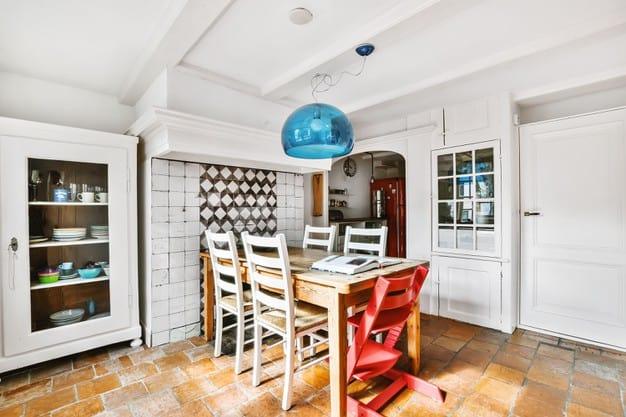 pendentes na sala de jantar acrílico azul decoração moderna