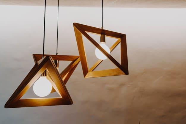 pendentes na sala de jantar em madeira moderno